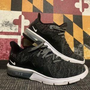 Nike AirMax Shoe, 7.5 good condition.